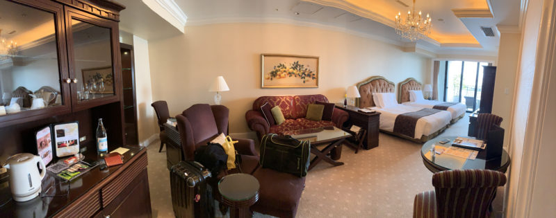 hotel_room_long